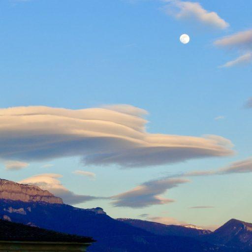 cropped-nuage-lune.jpeg
